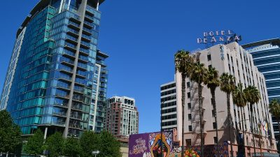 https://commons.wikimedia.org/wiki/File:Downtown_San_Jose_(30001966530).jpg